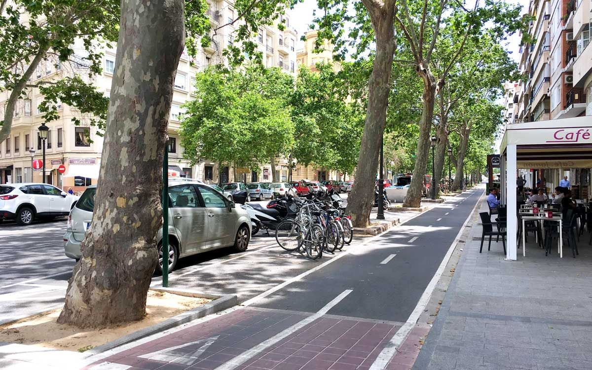 Valencia city cyclist